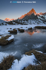 The first light of Europe (Val Ferret, Valle d'Aosta) (Sisto Nikon - CLICKALPS PHOTOGRAPHER) Tags: sunset mountain mountains alps ice nature colors alba natura monte alpi mont bianco blanc ghiaccio clickalps