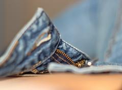 Rien habille comme un jean (Vicky Bella) Tags: jean legs bokeh bleu textile fabric bluejeans jambes pantalon tissu fermetureclair