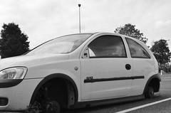WW - WITHOUT WHEELS (EL JOKER) Tags: el joker les allummers prod 2016 gimp linux roues wheels wheel roue voiture car cars parking magasin shop nikon d7000 afs dx nikkor 35mm f18g vehicule neuf new