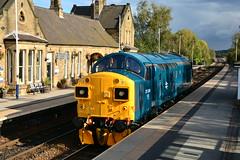 37099 0Z37 Mexborough (British Rail 1980s and 1990s) Tags: blue br colas britishrail livery liveried yorkshire station er easternregion train rail railway loco locomotive diesel ee englishelectric type3 37 class37 0z37 37099 railfreight