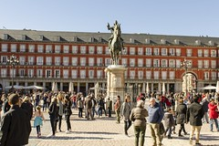 Gathering at the Plaza Mayor - Madrid (rschnaible) Tags: madrid spain espana europe building architecture street scene outdoor plaza mayor