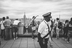 Top Security (Robbi_An) Tags: nyc newyork newyorkcity ny manhattan usa rockefellercenter topoftherock blackandwhite schwarzweiss empirestatebuilding wolkenkratzer leica leicaq leicatyp116 28mm