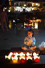 Vendeuse miniature (Ye-Zu) Tags: hoian lampion lanterne night nuit rue street tourdumonde town vietnam ville worldtour tdm