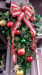 Florida 2016 (Elysia in Wonderland) Tags: disney world orlando florida holiday 2016 elysia saratoga springs resort hotel christmas wreath baubles ribbon