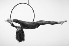 V (Danimawii) Tags: acrobacia acrobata acrobatics aro lira hoop aerial bn bw pb