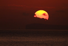 Sol (vic_206) Tags: sea sun sunrise mar amanecer madeira canoneos7d canon300f4liscanon14xii