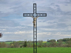 P4260125ac A Very Christian Earth (pfjc&pfjc2) Tags: flowers france catholic symbol christcross euredepartment normandieregion romanchristianity boubiersvillagearea frenchvexinregionalpark