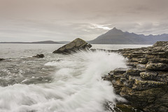 Splash (rahe.johannes) Tags: schottland isle skye wasser brandung welle berge grau
