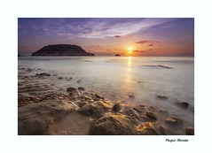 La Barraca. (Explore 10-11-2016) (Paqui Ronda) Tags: sunset sky rocks sun seaside clouds seascape landscapes cielo agua arena mar nubes rocas colores colors paqui ronda