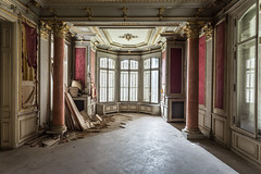 Epris de lumire. (Photo chronic) Tags: urbex chateau castle decay windows red walls columns beautiful wood floor
