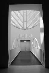 Into the Oculus (JB by the Sea) Tags: sanfrancisco california october2016 sanfranciscomuseumofmodernart sfmoma blackandwhite bw