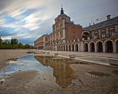 Palacio de Aranjuez (Jose_edit) Tags: edificio arquitectura aire libre palacio de aranjuez reflejos largaexposicion