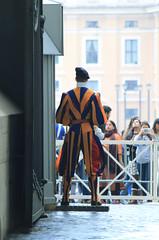Schweizer Garde (CA_Rotwang) Tags: vatican vatikan vatikanstadt church kirche dom basilika rom roma rome italy italien italia papst pope katholisch guard swiss army suisse soldier soldaten