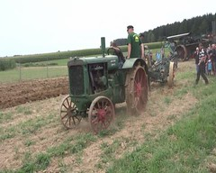 video - a steam plough pulls a unmotorized plough over the acre  -> tractor Hart-Parr and steam plough / Dampfpflug Magdeburg by Ottomeyer (1955) (Mc Steff) Tags: video museum kiemele seifertshofen 2016 plough pflug pflge pflgen tractor traktor hartparr steamplough steam dampf dampfpflug magdeburg otto meyer 1955 ottomeyer pyrmont plow steamplow