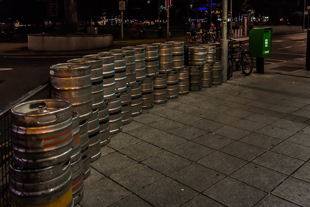 LOTS OF BEER IN GALWAY [AT NIGHT] REF-107609