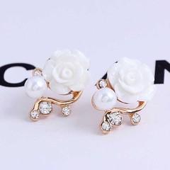 ต่างหูมุก ดอกไม้คริสตัลหรูหราใหม่แฟชั่นเกาหลีสวย Crystal Pearl Earrings นำเข้า สีขาว - พร้อมส่งW495 ราคา250บาท ต่างหูมุกแฟชั่น แฟชั่นต่างหูออกงานผู้หญิงรูปดอกไม้สีขาวสวยสดชื่น เก๋ที่ต่างหูแบบแป้นดีไซน์หรูหราทอง9Kน้ำหนักเบา ต่างหูคริสตัลสังเคราะห์ประดับมุก