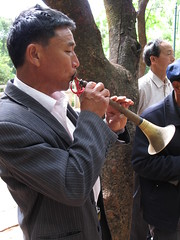 Playing the shawm, Zhoucheng (), Yunnan (david.leffman) Tags: china yunnan shawm  zhoucheng butterflyspring