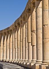 Sulen / Columns # 1 (schreibtnix) Tags: reisen travelling naherosten neareast  jordanien  jordan jerash antikestadt romantown sule column himmel sky blau blue schatten shadows olympuse5 schreibtnix