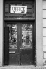 (jsrice00) Tags: leicammonochrom246 50mmf14summiluxasph chicago door arrow office decay urbandecay