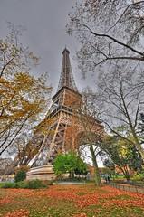 A right Eiffel (Poynton Robbo (www.clickar.co.uk)) Tags: eiffeltower france paris autumn tower toureiffel