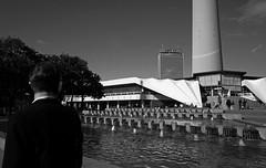 Menschenmuseum - Berlin Alexanderplatz (elisachris) Tags: berlin alexanderplatz menschenmuseum street streetphotography schwarzweis blackandwhite urban ricohgr