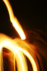Flares (Rudie de Seijn) Tags: red orange white motion black yellow contrast speed dark paper slow minolta sony balloon shapes shutter organic 105 wish alpha 35 geel rood zwart wit lampion flares vorm beweging wens ballonnen sluitertijd a700 organisch