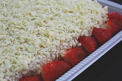 (marinamoia) Tags: red white cake branco fruit strawberry sweet chocolate vermelho fruta bolo morango doce decorao enfeite confeitaria confeito