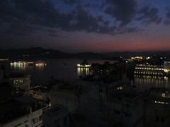 "Udaipur by night <a style=""margin-left:10px; font-size:0.8em;"" href=""http://www.flickr.com/photos/127723101@N04/22607774271/"" target=""_blank"">@flickr</a>"