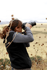 Negra toma foto II (Checker Morgendorffer) Tags: chihuahua mexico desert wild menonitas amish cuauhtemoc manzanas carretera crossroads flowers flores invierno winter north photography class