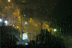 Gotas da noite (alémdoquesevê_) Tags: city cidade brazil sky art textura window water rain brasil night canon reflex drops interesting agua br sãopaulo chuva céu gotas sp views cannon noite janela reflexo zona sul picnik interessante padrão allg duetos alémdoquesevê canonsx50