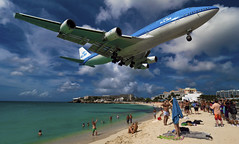 747-400 klm (mrsyclone) Tags: girls beach airplane nice paradise close aircraft a380 boeing klm takeoff maho 747 sxm stmaartin a350