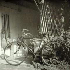 La vecchia Umberto Dei, Milano. (GiannLui) Tags: pinhole bicicletta umbertodei dei milano umbertodeimilano deimilano 70mm tmax100 kodak 100asa sunny16rule regoladel16 ruleof16