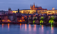 Karlsbrcke in Prag (G. Kuhnert) Tags: abend avond beleuchtung blauestunde blauwuur burchtvanpraag burgvonprag charlesbridge czechy domvanpraag donker dunkeldark dmmerung evening illumination karelsbrug karlsbrcke karlvmost kasteelvanpraag katedrlasvathovta katedrlasvathovtapraha kathedraalvanpraag kathedralevonprag lamp lampe lampen leuchte light lighting lights moldau praag praagseburcht prag pragerburg prague praguecastle praguecathedral praha republikaczeska schemer schemering sintvituskathedraalpraag stveitskathedrale stvituskathedraal tschechei tschechien tschechischerepublik tsjechi twilight veitsdom veitsdominprag verlichting vltava blauweuurtje bluehour cz