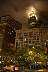 Empire State Building (Stefan Gyllenhammar) Tags: empierstatebuildingesb new york manhattan us usa amerika america street gata avenue broadway emipre state building esb fog dimma moln cloud clouds sky himmel night evening kvll natt byggnad rk macy sign roadsign skylt vgskylt stefan gyllenhammar nikon d7100 west 33rd 6th greeley square october oktober 2016 park high