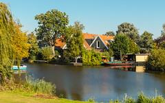 17-Houses on the water in Broek in Waterland  25Sep16 (1 of 1) (md2399photos) Tags: broekinwaterland hollandholiday25sep16 irenehoevetouristshop monnickendam