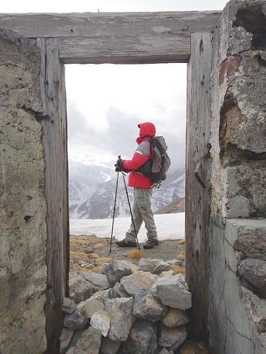 Andrea nel fortino sul Colle Chaberton, 2671 m., 26/10/2016. Foto di Fabrizio M.