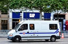 CRS 12 - Vhicule de Commandement et de Transmission (Arthur Lombard) Tags: police policedepartment renault renaulttruck renaultmaster crs crs12 riot riotunit emergency gyrophare bluelight 17 911 999 vct nikon nikond7200 france paris