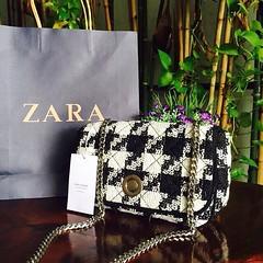 1,200฿#ส่งฟรีลงทะเบียนส่งemsเพิ่ม20บาทจ้า  New collection 2015 ZARA FABRIC MESSENGER BAG กระเป๋าสะพายข้าง วัสดุเป็นผ้าลายถักชิโนริสุดคลาสสิค สีขาวดำ ทรงผืนผ้า ขนาดน่ารักกำลังดี เปิด-ปิดด้วยตัวล็อคกระดุมสุดเก๋ ภายในมีช่องเล็ก 1 ช่อง สะพายโซ่อะไหล่สีเงิน (ส