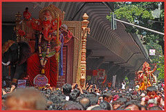 Raja Tejukayacha meets Mumbai Cha Raja - Ganesh Galli - 2015 (Prathamography by Prathamesh Kini) Tags: festival god ganesh mumbai raja ganpati lalbaug ganeshgalli