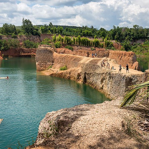 One of my favorite pictures of the Old Quarry - Grand Canyon in Chiang Mai. Such a fun place to hang out, swim, and catch some sun rays! #perfectweekend #sunnydays #freshwater #swimming
