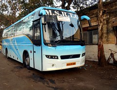 MSRTC Shivneri Volvo B7R sleeper bus is resting at kolhapur (gouravshinde94) Tags: bus volvo is bangalore resting sleeper kolhapur shivneri b7r msrtc