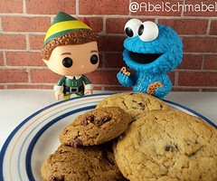 """345/365: """"Sometimes me think 'What is a friend?' and then me say 'Friend someone to share..cookie with.' """" (AbelZ728) Tags: cookies square dailypic buddy elf squareformat sesamestreet secretlifeoftoys cookiemonster dailyphoto funko galletas project365 fotodeldia buddytheelf instagramapp uploaded:by=instagram funkopop"""