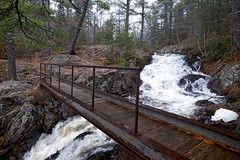 footbridge, crystal falls, sault ste.marie (twurdemann) Tags: park november autumn trees mist ontario weather fog forest landscape waterfall scenic cascade saultstemarie crystalfalls hikingtrail northernontario crystalcreek kinsmenpark hiawathapark nikcolorefex procontrast detailextractor xf14mm fujixt1 fall2015 voyagertrail