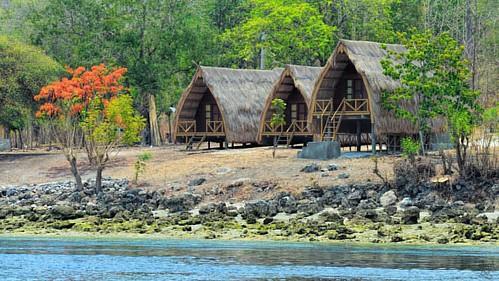 Bulan Madu di Alor yuukkkk.... 😍  Kepa Island - Alor  #nusatenggaratimur #indonesia #bungalow #traditional #peaceful #nature #island #pesonaindonesia #traveling #instatravel
