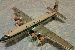 DAIYA DC7 # 457 - Lufthansa (NyamalaTone) Tags: vintage airplane toy tin collectible flugzeug jouet avion juguete hojalata tinplate blechspielzeug