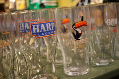 Little Ireland [Niagara-On-The-Lake - 28 December 2016] (Doc. Ing.) Tags: 2015 canada ontario on winter north shop harp america niagaraonthelake britishcolony glass irishshop beerglass pint
