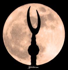 Moon & Crescent (haidarism (Ahmed Alhaidari)) Tags: giant moon giantmoon mosque islam religion night dark bright crescent phenomena natural sky ngc sonya65 depthoffield