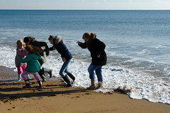 RJB_3509 (Snoop Baggie Bag) Tags: 2016 amélie badgermoot berwickmanor burtonbradstock dorset hivebeach lauren maddie mommy puncknowle sea wellies éowyn