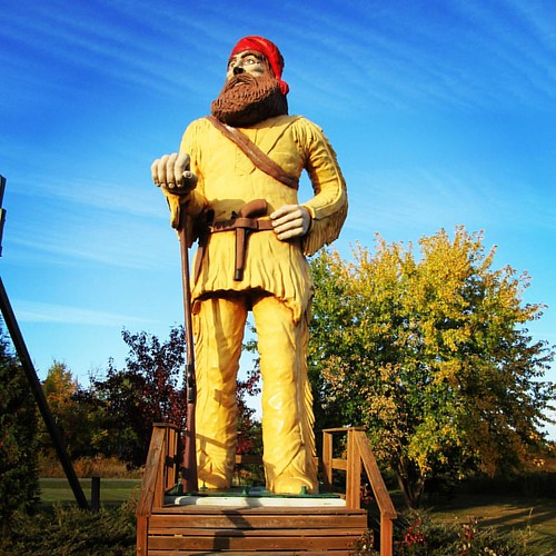 One of the craziest stories I have come across chasing Minnesota's giants. Big Vic the Voyageur was created by a man named Vic Davis to protest the federal government's attempt to take away his land for Voyageurs National Park. Located in Ranier, MN