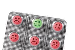 Remdios para presso arterial podem afetar seu humor (procuramed) Tags: pillola pastiglia infelicit felice sorriso sorridere smile faccia verde umore umorismo lunatico medicina cura relax psicofarmaci psicologia medico blister parafarmaceutico farmaceutico concetto concettuale serenit sereno allegria piacere positivit positivo rimedio infelice differenza distinguersi distinzione triste tristezza depressione emotivit emotivo emozione placebo paliativo italy